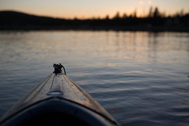 canoe-1149501_640